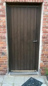 wooden-door-1445681-m